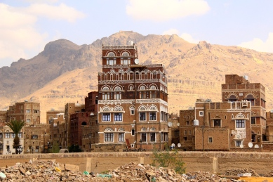 Sana'a is situated 2.000 meters above the sea level, climbing any stairs is really tiring.