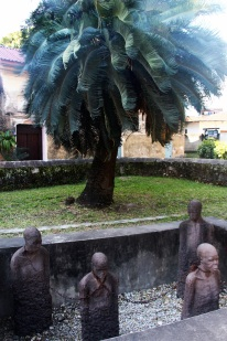 A monument to the slaves, as well as a museum on the history of slavery, are besides the church